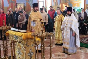 В сам же день праздника в кафедральном соборе была совершена божественная литургия и славление с чтением молитвы